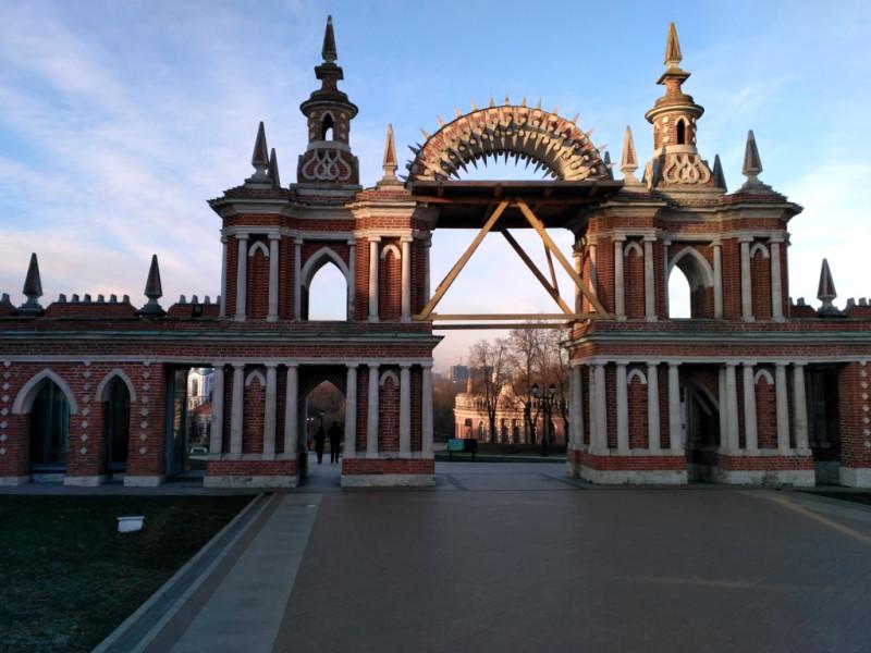 Вход в Большой дворец и Хлебный дом