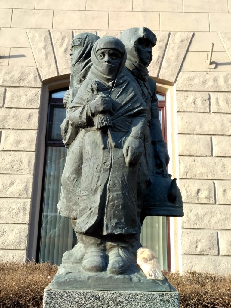 Омск. Памятник эвакуированным детям Ленинграда
