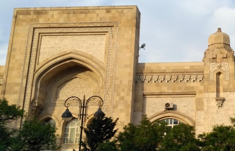 Баку. Часть фасада старого бакинского ж/д вокзала