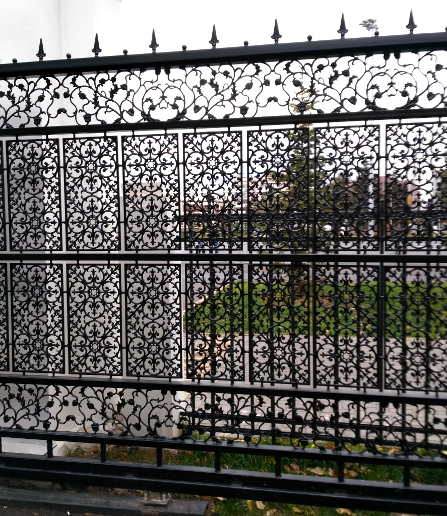 Самара. Ограда сквера
