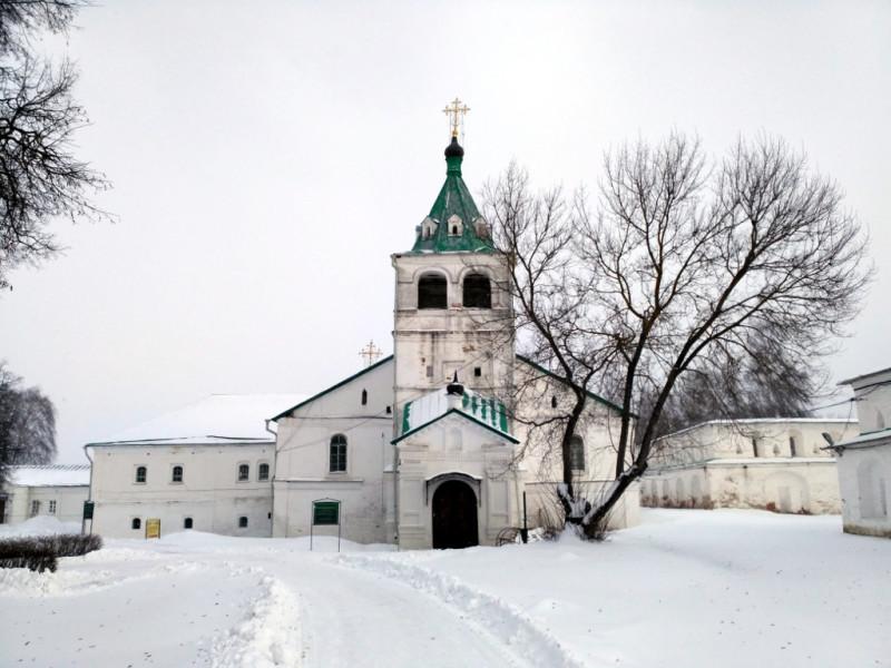 Одно из главных зданий музея - Успенская церковь