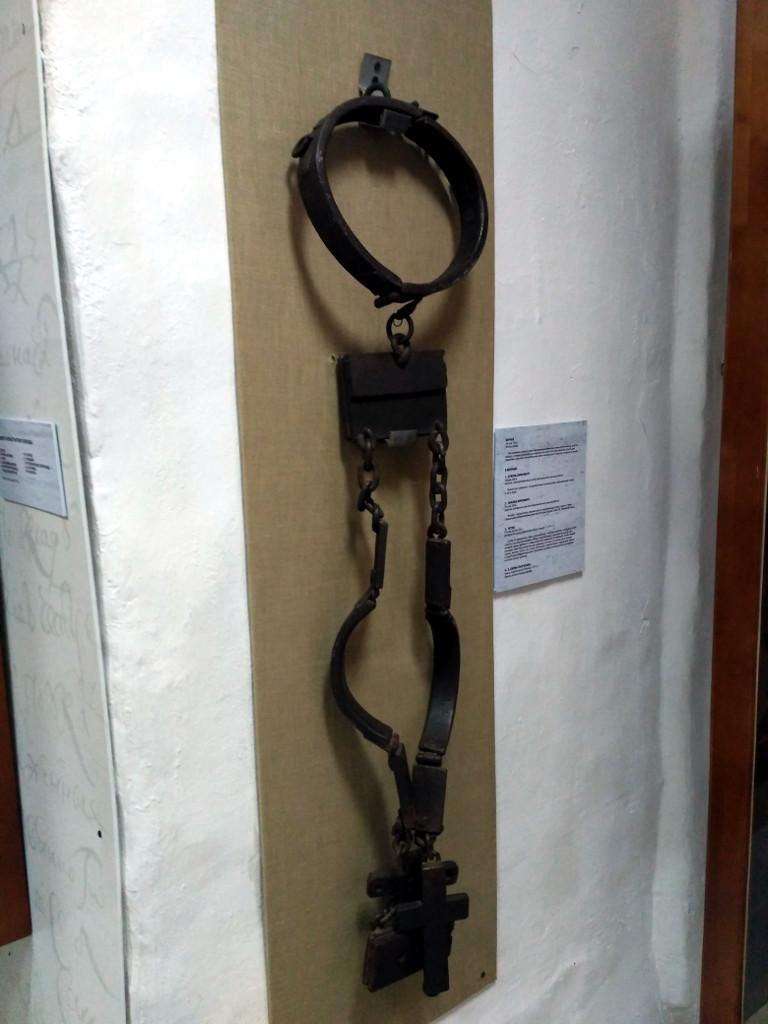 И это не орудие пыток, а только вериги XIX века