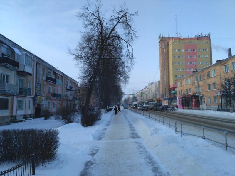 Главная городская улица. Естественно имени Ленина