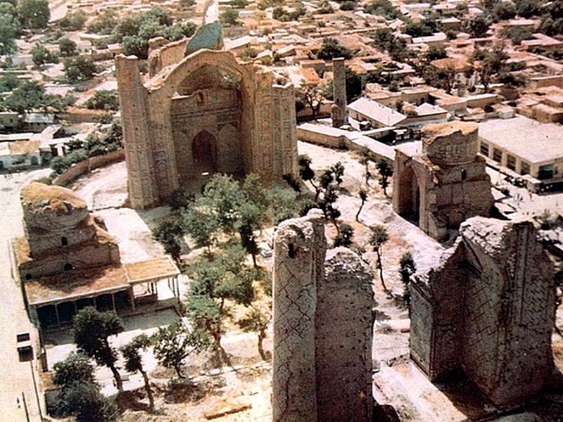 Мечеть перед началом реставрации (1968 г.). Фото с сайта fergananews.com