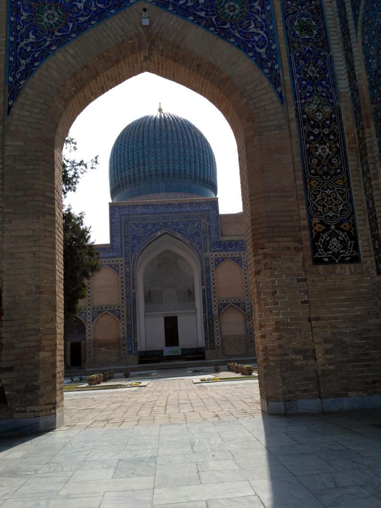 Основное здание с великолепным куполом – единственное, дошедшее до нас из первоначального ансамбля Гур-Эмир