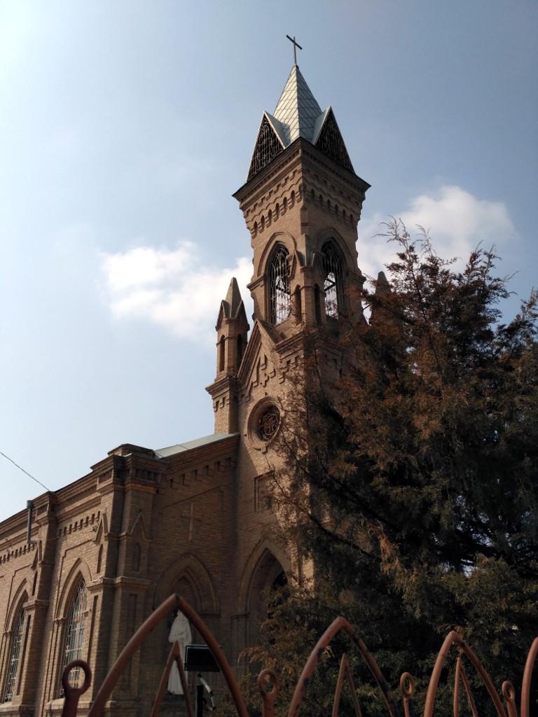 Костел Иоанна Крестителя (1916 г.) – построен для пленных австрийцев, венгров и поляков. Так что военнопленных в Туркестан вывозила не только Советская власть!