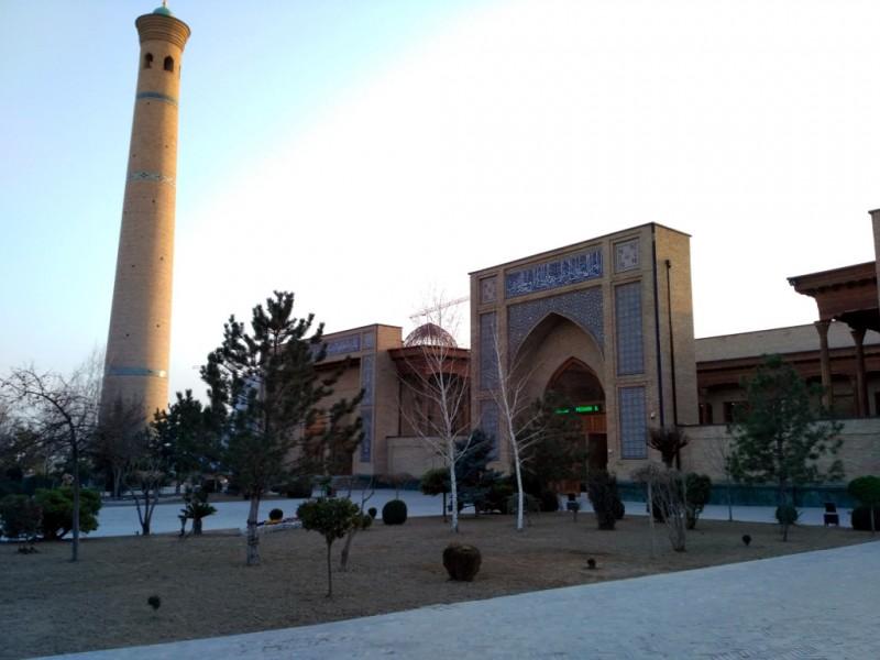Кстати, именно здесь хранится тот самый единственный в мире уцелевший экземпляр первого письменного Корана Усмана, величайшей ценности мусульманского мира
