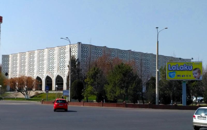 Интересное здание Центрального выставочного зала Академии художеств Узбекистана (1974 г.)