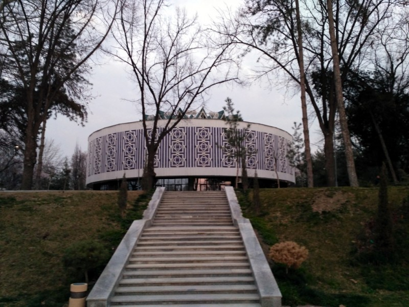 Бывший музей Дружбы народов (1976 г.) после обретения независимости превращен в музей Олимпийской славы Узбекистана