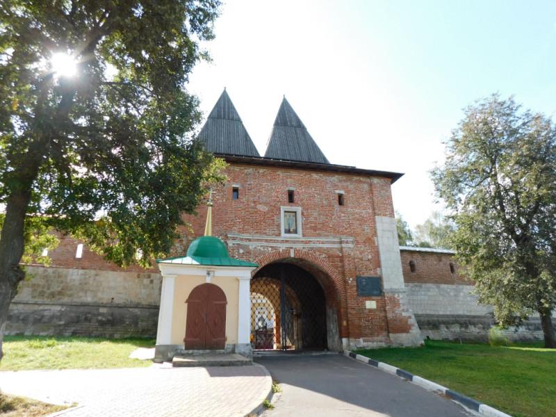 Северные Никольские ворота и Никольская часовня