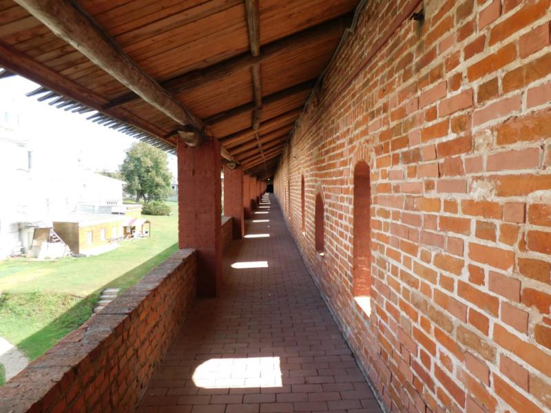 На самой стене ничего особенно интересного, да и вид с неё вполне посредственный