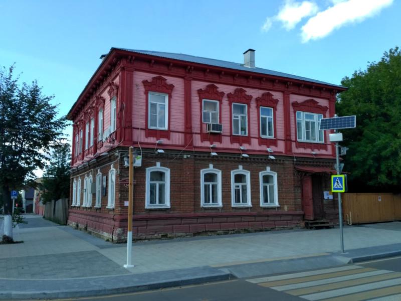 Деревянно-кирпичный «симпатяшка» на Красноармейской улице