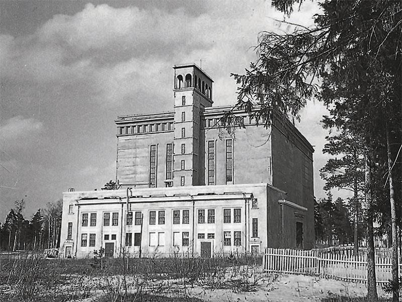 Первый ускоритель (1949 г.) работал ещё на предшественника ОИЯИ – Гидротехническую лабораторию (фото с сайта jinr.ru)