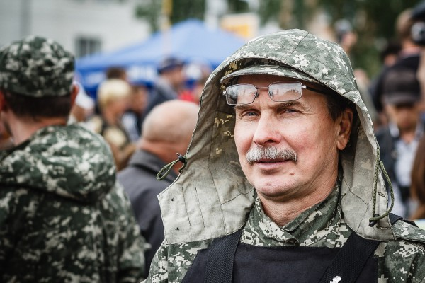 Portrait_of_Deputy_Commander_of_the_militia_Fedor_Berezin_before_fighters_pledge_an_oath_during_ceremony_on_june_21,_2014_in_Donetsk.