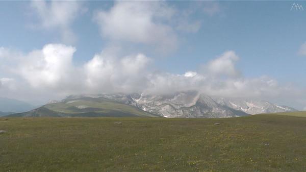 Вид на гору Оштен с вершины горы Абадзеш