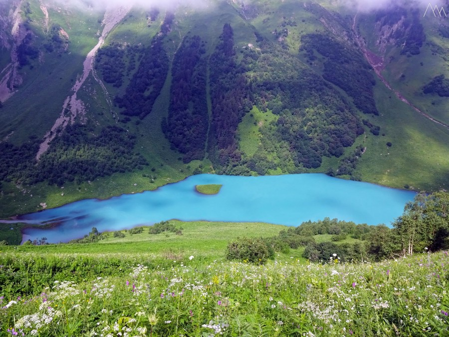 39. Озеро Ачипста со склона Кочерги.JPG
