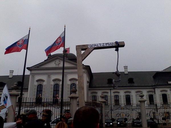 Недружелюбно-был-встречен-Порошенко-в-Словакии