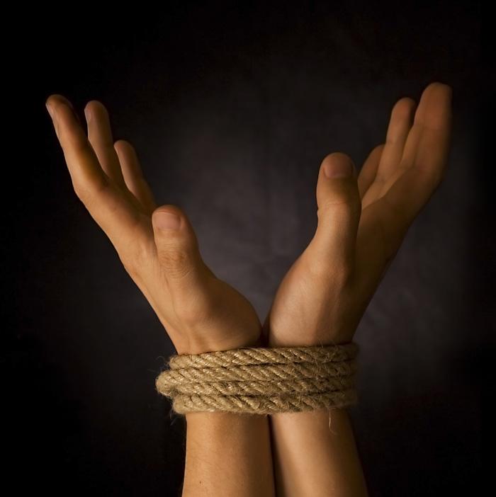 Связанные руки девушек фото 696-600