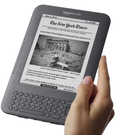 Amazon-Kindle-3G+WiFi-e-book-reader-on-hand