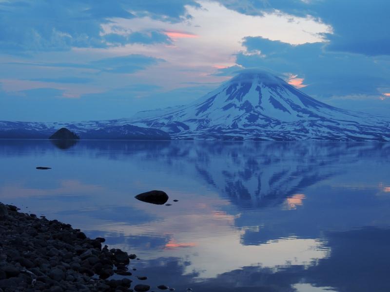 Вулкан Ильинский с островом