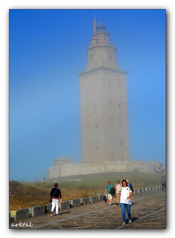 Башня Геракла в тумане