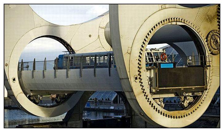 Фрагмент Фолкеркского колеса. Видно крепление бассейна внутри кольца.
