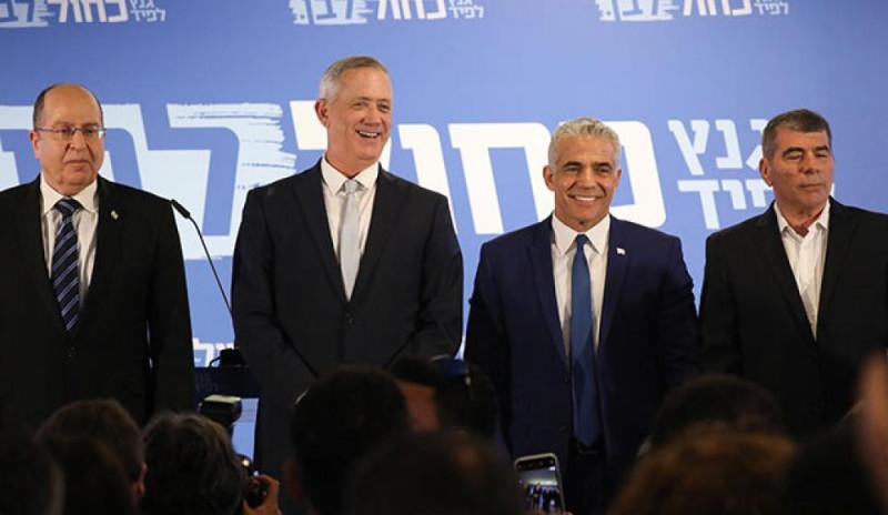 слева направо: Моше Яалон, Бени Ганц, Яир Лапид, Габи Ашкенази
