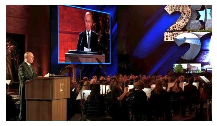 Владимир Путин выступает на Всемирном форуме по Холокосту в Мемориальном музее Холокоста Яд Вашем в Иерусалиме, 23 января 2020 года. (Гаарец)