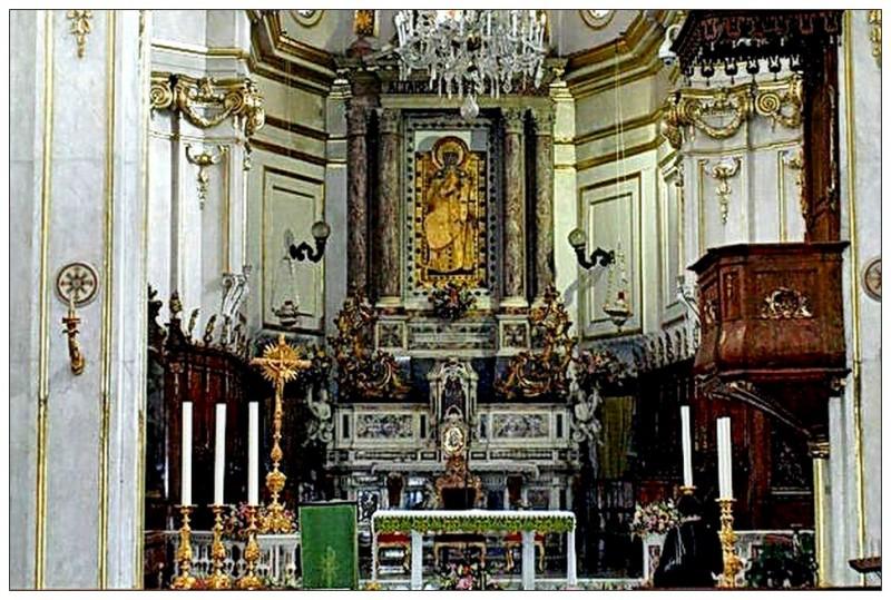 Черная Мадонна в церкви Санта-Мария Ассунта. Позитано