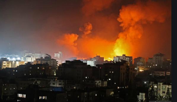 Газа ночью во время атаки израильской авиации