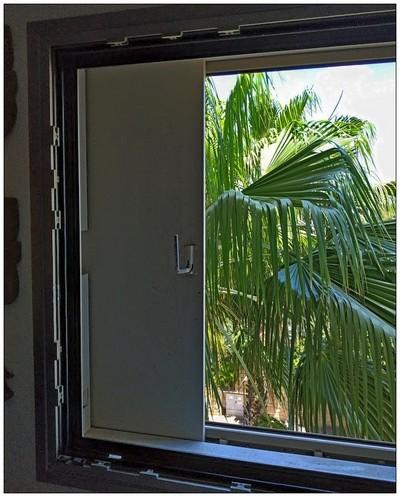 окно в безопасной комнате