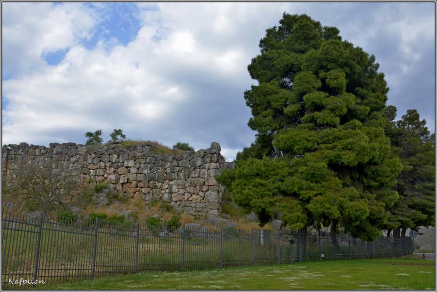 Какая-то древняя древность рядом с Нафплион