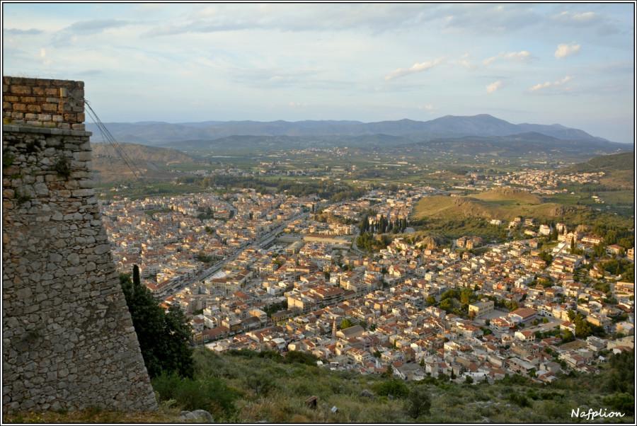 Вид на Нафплион из крепости Паламиди.