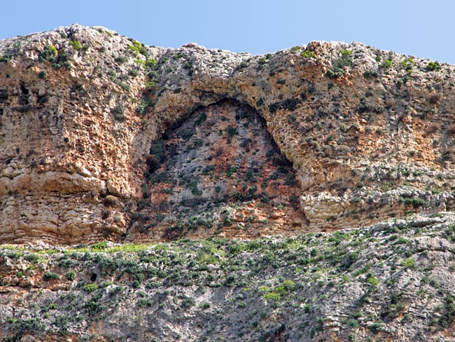 """Арка"" на скале Ахбáра."
