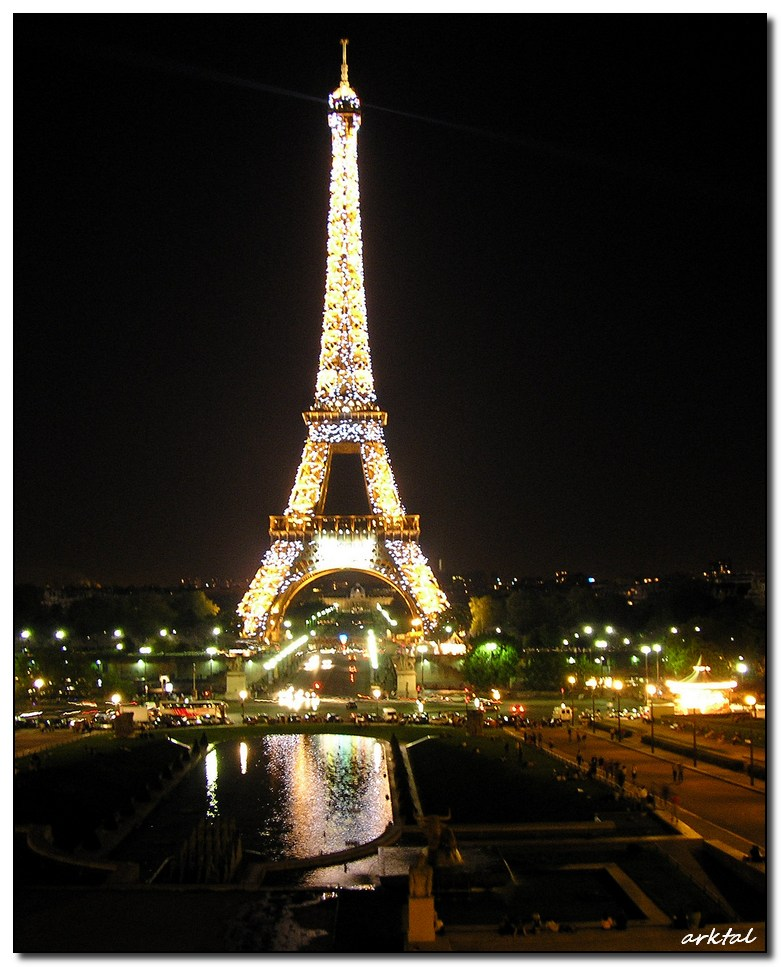 Эйфелева башня в День Бастилии. 2005 год