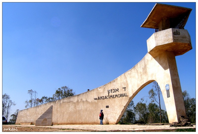 """Памятник ANZAC в природном заповеднике """"Беэри"""""""