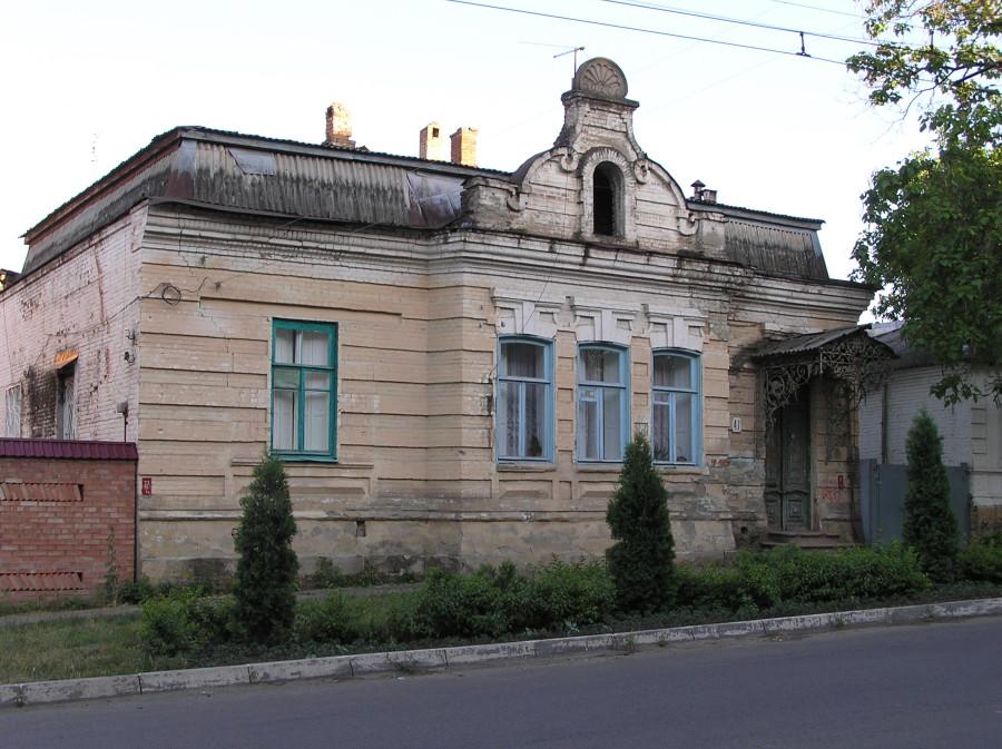 Старинный дом с аттиком