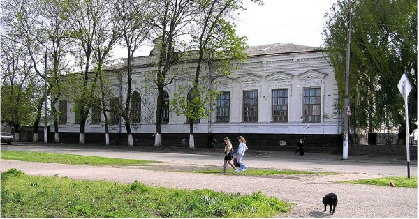 Осипенко,136; угол Кирова,9