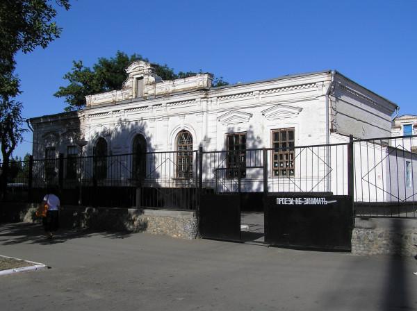 Кирова,9; угол Осипенко,136