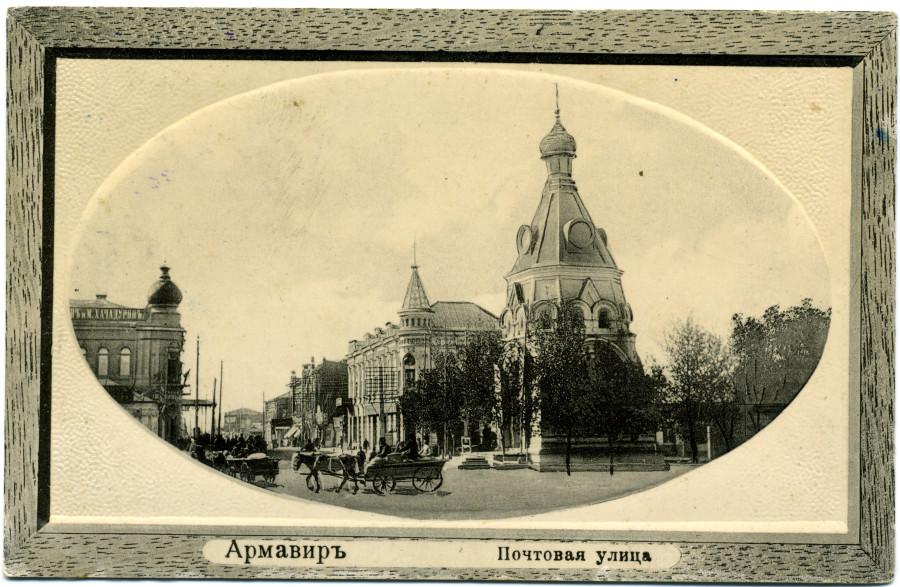 13 Вид улицы от Николаевского пр. к ул. Церковной; на первом плане Николаевская часовня. 1910 г.
