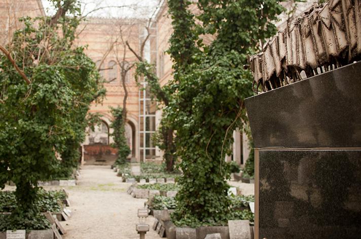 кладбище на территории синагоги