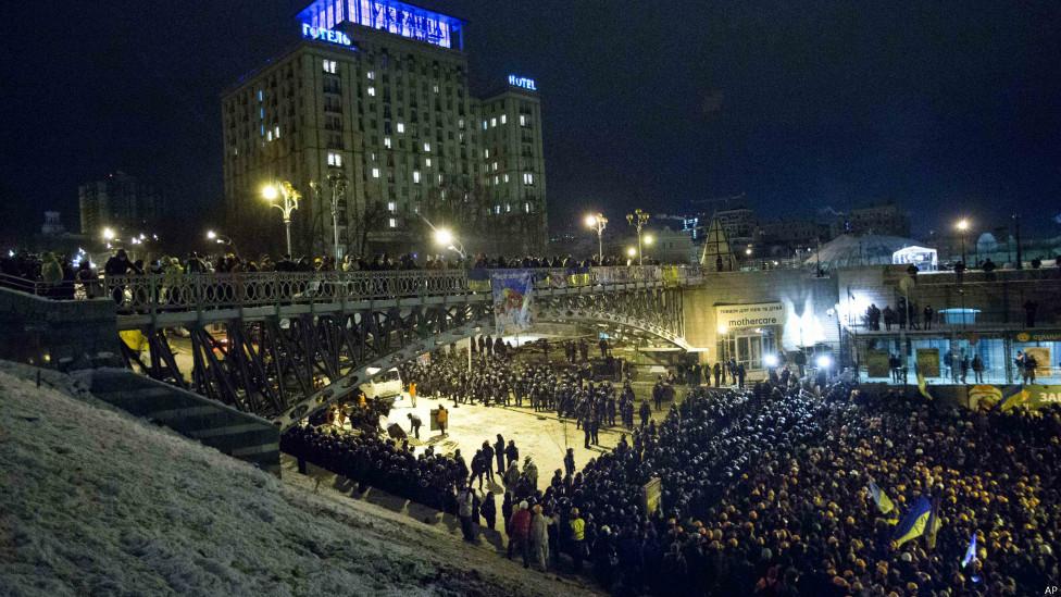 131211070724_maidan_kiev_kyiv_riot_9_976x549_ap