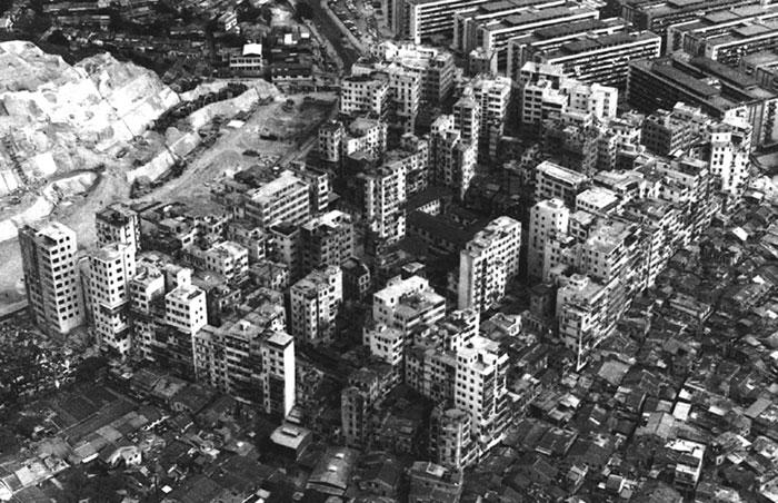 kowloonwalledcitybw
