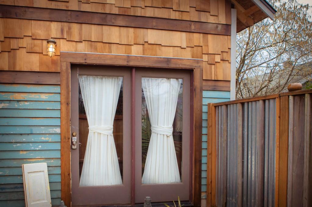 rustic-modern-tiny-house-1