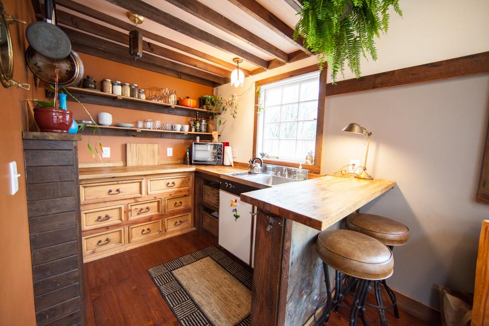 rustic-modern-tiny-house-9