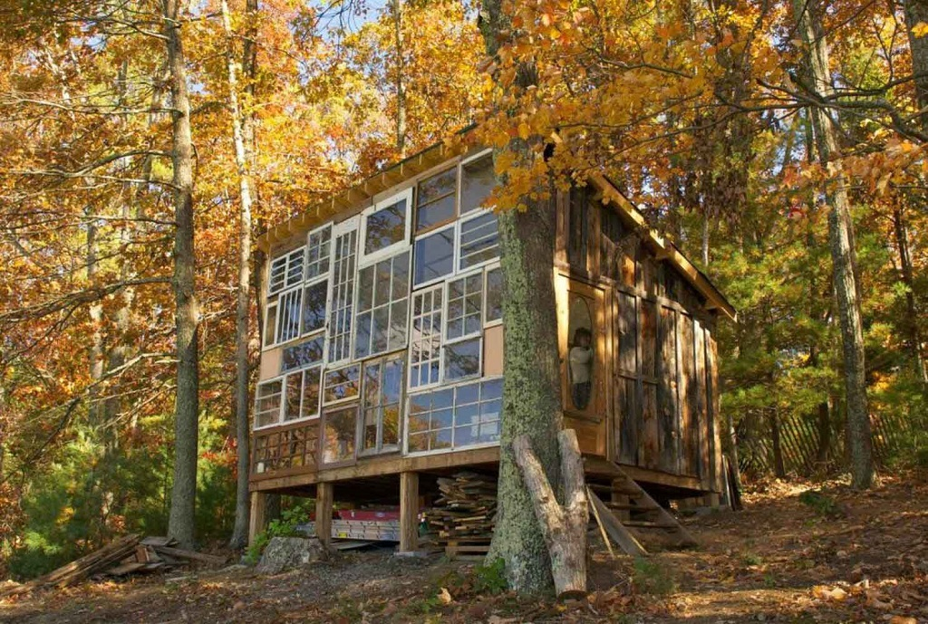 9_Recycled-Window-House-by-Nick-Olson-and-Lilah-Horwitz-Yellowtrace-01