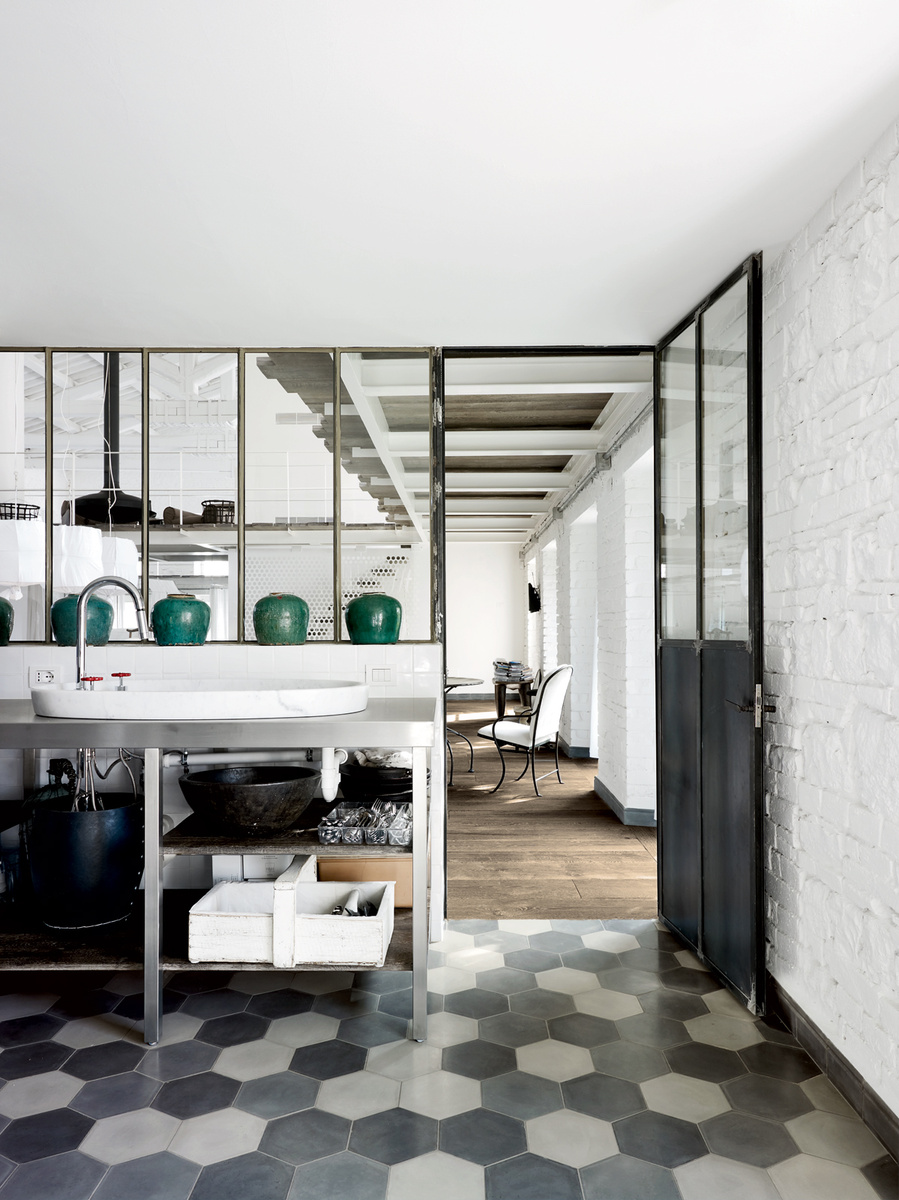 Paola-Navone-Industrial-Style-Conversion-1