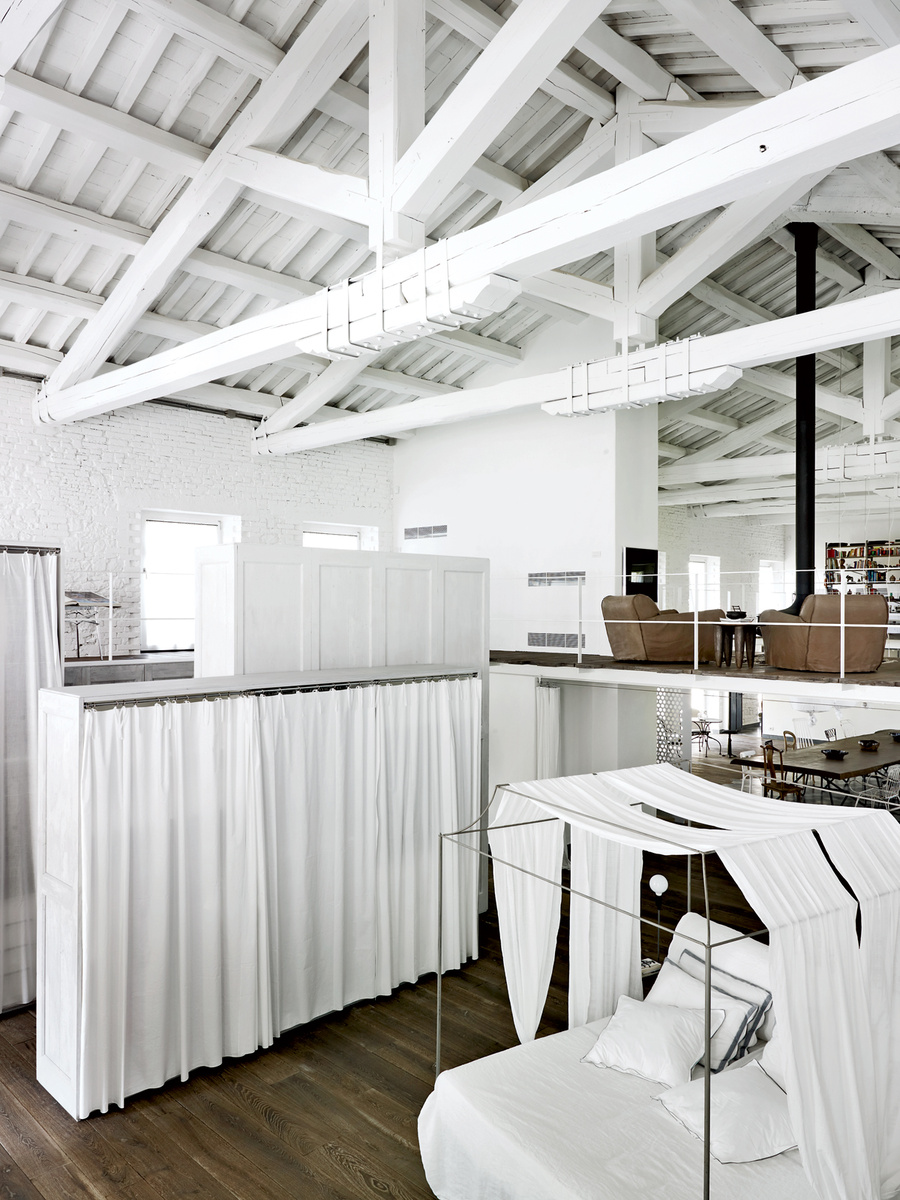 Paola-Navone-Industrial-Style-Conversion-6