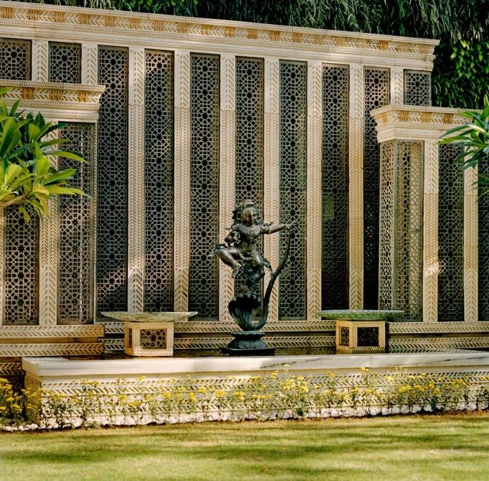 5_item5.rendition.slideshowWideVertical.ambani-residence-ss-05
