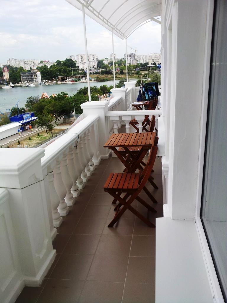 На-балконе-2